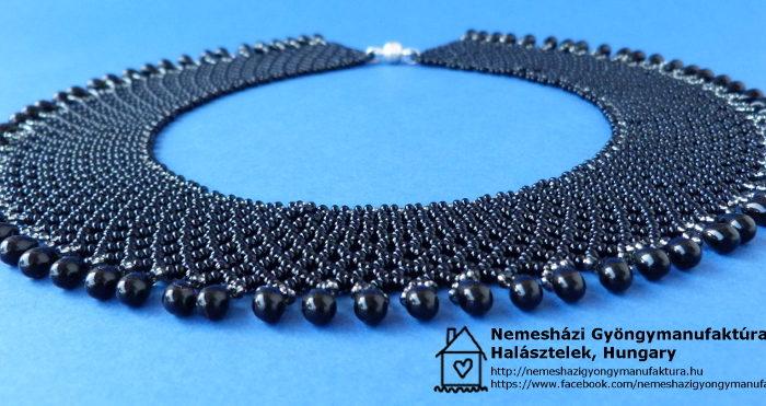 fekete cseppgyöngyökkel szegélyezett gyöngygallér