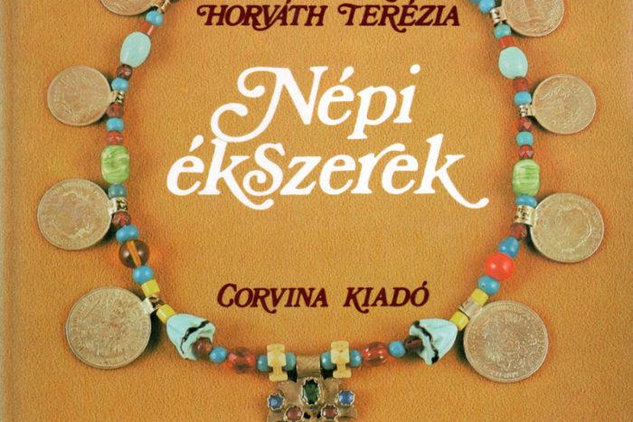 Baloghné Horváth Terézia Népi ékszrek című könyvének címlapja
